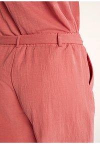 comma - Shorts - rot - 3