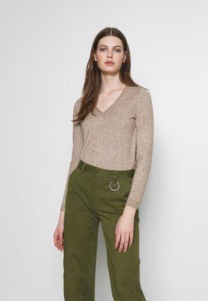 ONLLESLY NEW V-NECK - Pullover - beige/melange