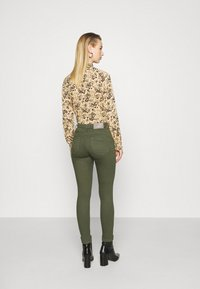 ONLY - ONLPOWER LIFE MID PUSH UP - Jeans Skinny Fit - kalamata - 0