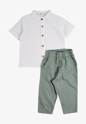 SET - Pantalones - metallic green
