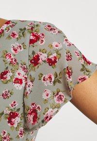 Vila - VIMILINA FLOWER - Print T-shirt - green milieu/red/pink - 4