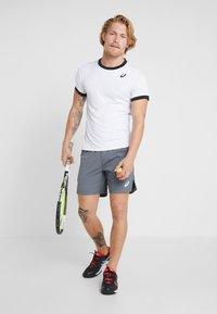 ASICS - CLUB - T-shirt med print - brilliant white - 1