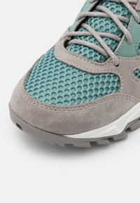 Columbia - IVO TRAIL BREEZE - Hiking shoes - dusty green/dove - 5
