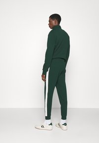 Polo Ralph Lauren - LOOPBACK TERRY PANT ATHLETIC - Träningsbyxor - college green/chic cream - 2