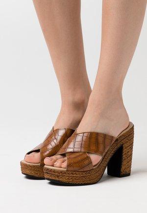 Pantolette hoch - brown