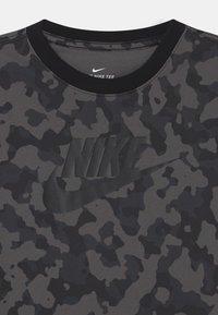 Nike Sportswear - FUTURA - T-shirt med print - iron grey - 2