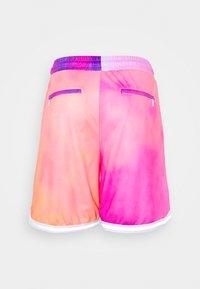 HUF - CLASSIC - Shortsit - coral/pink - 1