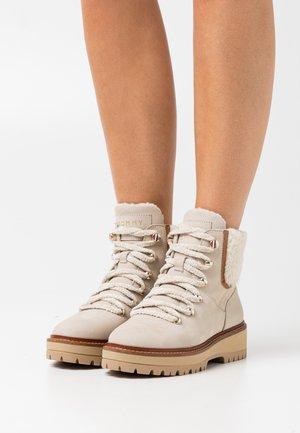 OUTDOOR FLAT  - Stivali da neve  - classic beige