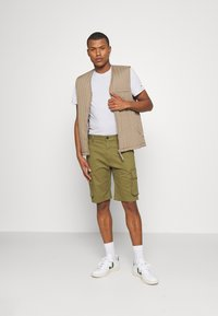 Tommy Jeans - WASHED CARGO - Short - uniform olive - 1