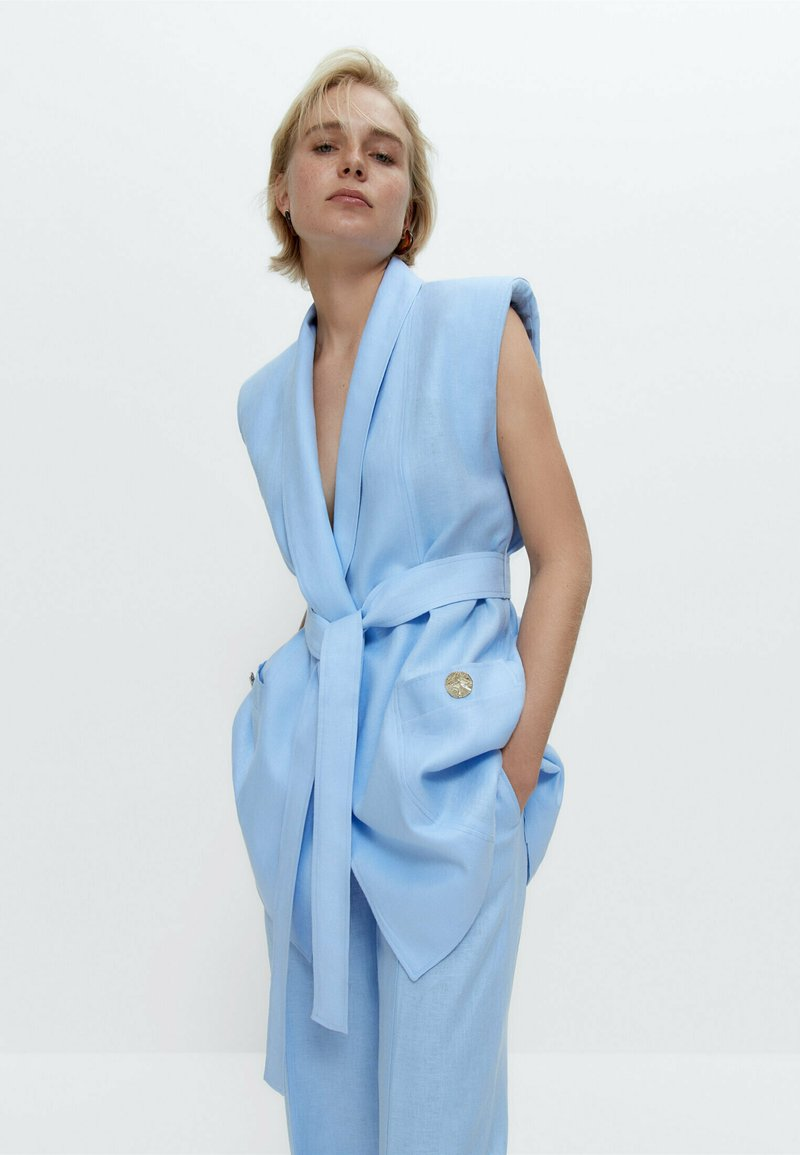 Uterqüe - MIT SCHULTERPOLSTERN  - Waistcoat - light blue