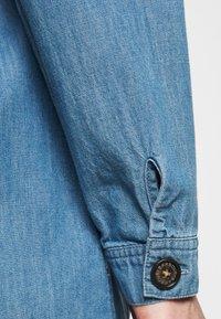 Barbour - TYNEMOUTH DRESS - Sukienka jeansowa - authentic wash - 4