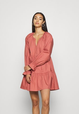 VOLUME DRESS - Korte jurk - pink