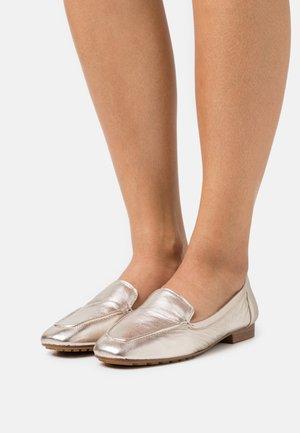 PRELINDRA - Półbuty wsuwane - light silver