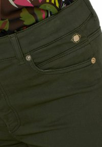 Marc Cain - CROPPED FIT - Slim fit jeans - green - 2