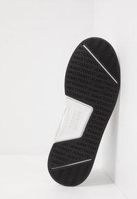 Tommy Jeans - GRADIENT FLEXI RUNNER - Sneakersy niskie - black - 4
