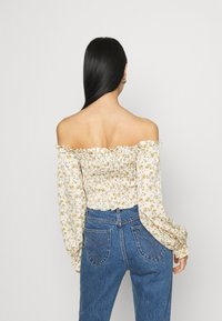 Missguided - FLORAL FRILL DETAIL SHIRRED CROP - Blouse - cream - 2