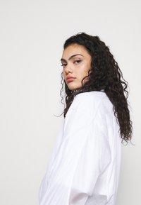 adidas Originals - LAYER - Chaqueta fina - white - 3