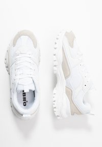 Umbro Projects - BUMPY - Sneakersy niskie - white - 3