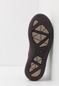 Clarks - GARRATT STREET - Zapatos con cordones - mahogany - 4