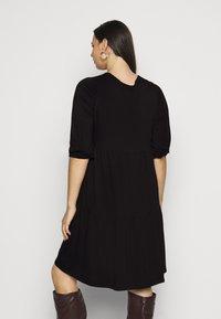 Dorothy Perkins Curve - V NECK SMOCK - Jersey dress - black - 2