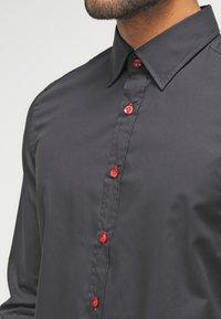 Pier One - Skjorta - black/red - 3