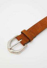 PULL&BEAR - MIT SCHLANGENSCHNALLE - Belt - brown - 2