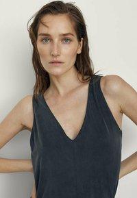 Massimo Dutti - MIT V-AUSSCHNITT  - Maxi dress - dark blue - 2