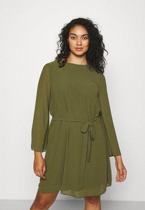 SLEEVE BELTED DRESS - Denní šaty - olive