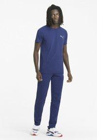 Puma - EVOSTRIPE  - Pantalon de survêtement - elektro blue - 1
