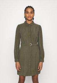 ONLY - ONLARIS LIFE PUFF SHORT DRESS - Shirt dress - kalamata - 0