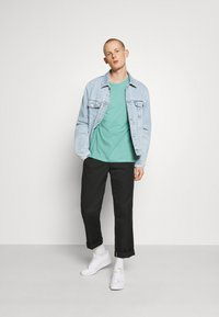 Burton Menswear London - 3 PACK - Basic T-shirt - frost/white/mint - 1
