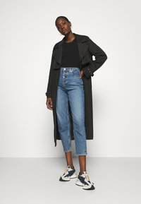 Calvin Klein - MOM - Relaxed fit jeans - mid blue - 1