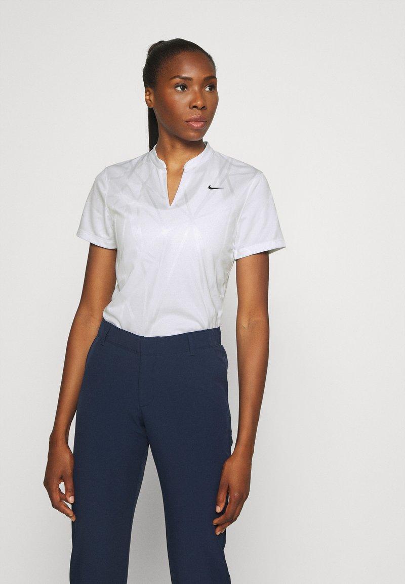 Nike Golf - DRY VICTORY - Triko spotiskem - white/black