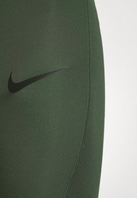 Nike Performance - SHORT LONG - Medias - galactic jade/black - 6