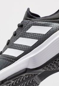 adidas Performance - GAMECOURT BARRICADE CLOUDFOAM TENNIS SHOES - Buty tenisowe uniwersalne - core black/footwear white/grey six - 5