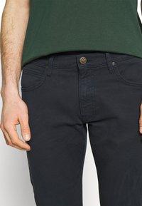 Lee - LUKE - Slim fit jeans - dark marine - 4