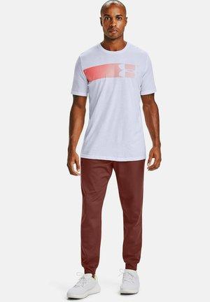 FAST LEFT CHEST - Print T-shirt - white