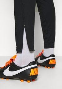 Nike Performance - DRY STRIKE SUIT - Dres - black - 6