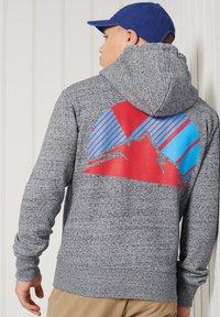Superdry - HERITAGE MOUNTAIN GRAPHIC - Zip-up hoodie - flint grey grit - 1