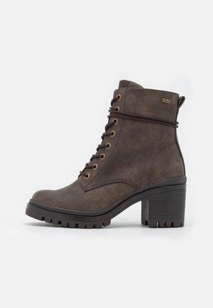 Šněrovací kotníkové boty - dark taupe