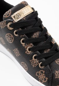 Guess - RAZZ - Zapatillas - brown/ocra - 2