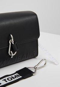 Tommy Jeans - BOLD CROSSOVER - Across body bag - black - 6