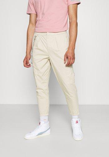HARVEY PANTS - Pantalon cargo - sandshell