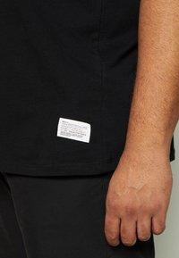 Jack & Jones - JCOALEX TEE CREW NECK - Basic T-shirt - black - 4