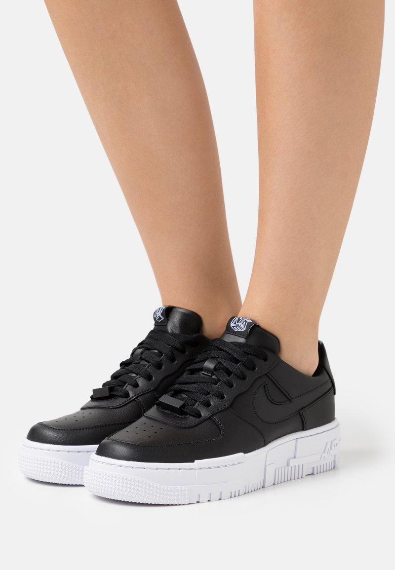 Nike Sportswear - AIR FORCE 1 PIXEL - Sneakers laag - black/white