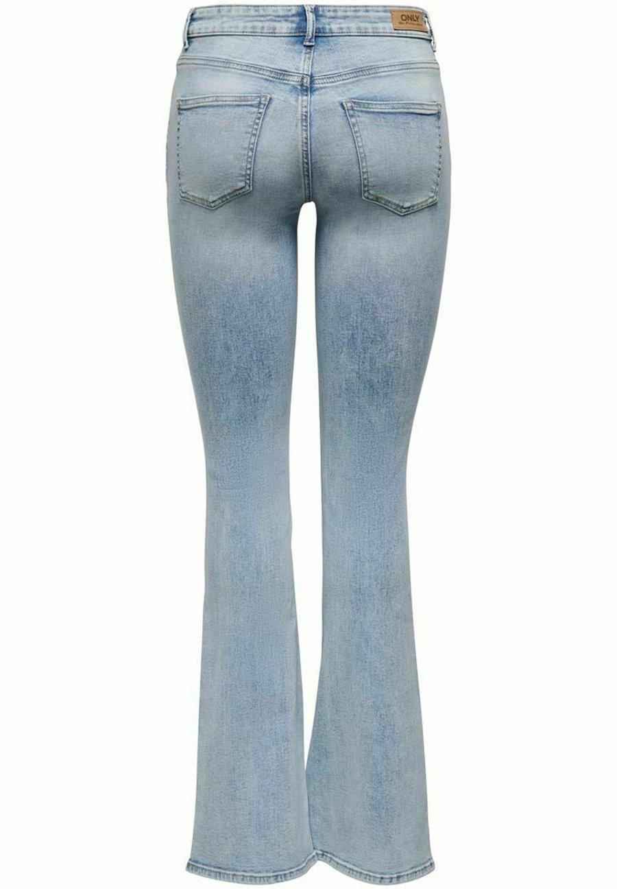 Donna Jeans a zampa