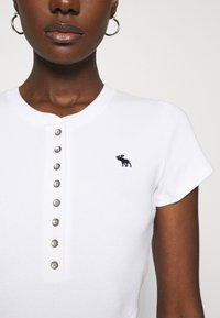 Abercrombie & Fitch - HENLEY - Basic T-shirt - white - 5