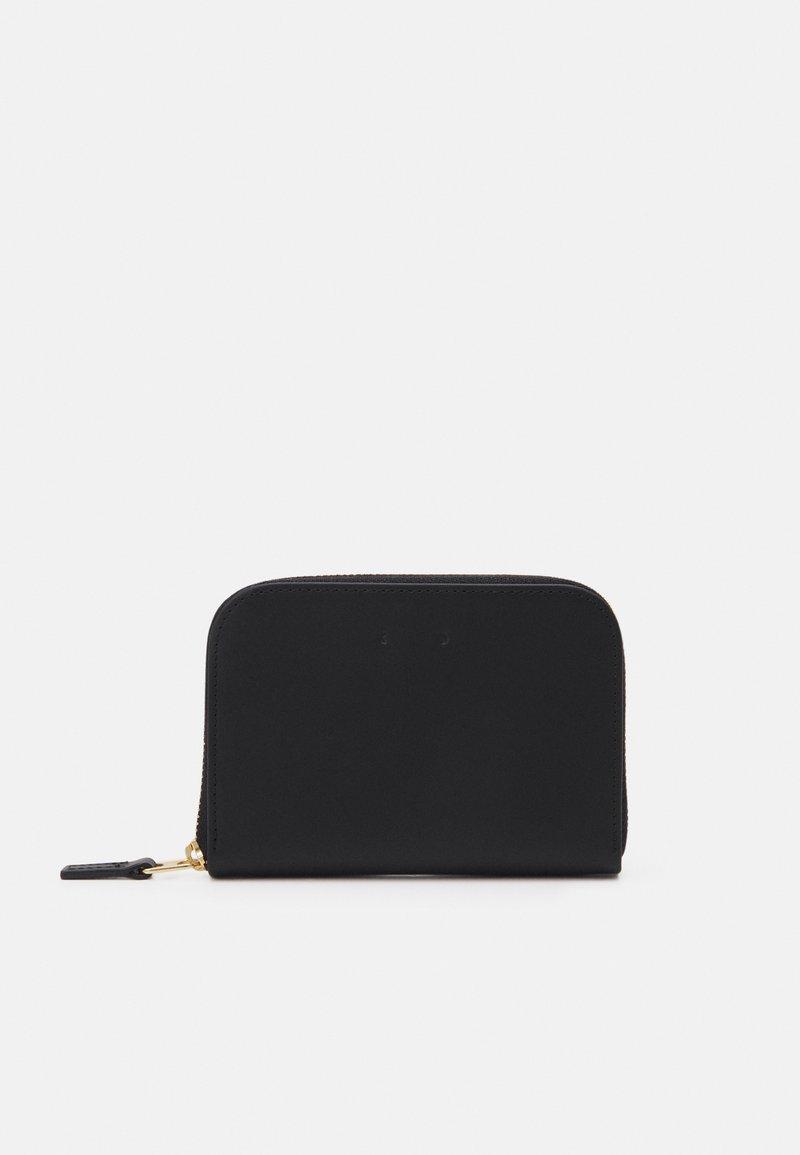 PB 0110 - Wallet - black