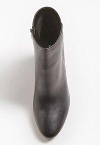 Guess - LARIAH - Korte laarzen - schwarz - 1