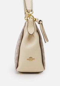 Coach - SIGNATURE SHAY CROSSBODY - Across body bag - stone ivory - 4